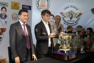 Magnus Carlsen with the trophy